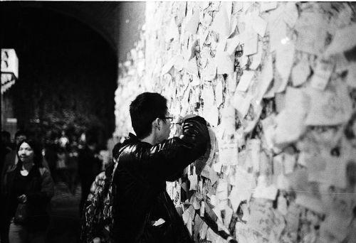 800px--_09_-_ITALY_-_Verona_-_Muro_di_giulietta_-_lettere_a_Giulietta_-_Dino_Quinzani